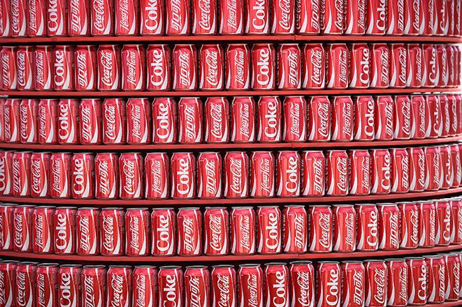 Πώς η Coca-Cola αφήνει το έντονο «αποτύπωμά» της στο περιβάλλον