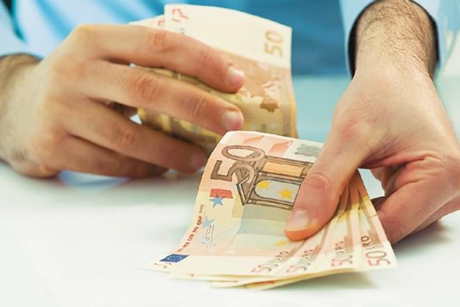 ΕΚΤ: «Οι Ευρωπαίοι θέλουν μετρητά και οι τράπεζες πρέπει να διευκολύνουν»