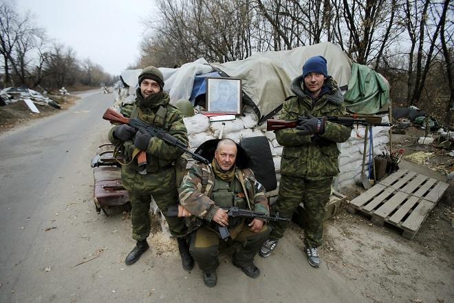 Οι αντάρτες συνεχίζουν τις επιθέσεις στην ανατολική Ουκρανία