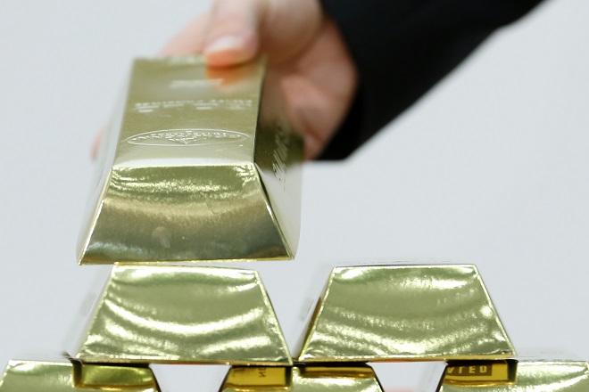 Σε χαμηλό τετραετίας η τιμή του χρυσού