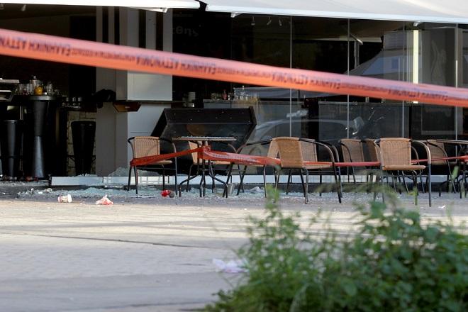 Στα ίχνη του ένοπλου που «γάζωσε» μαγαζί στο Μικρολίμανο είναι η αστυνομία