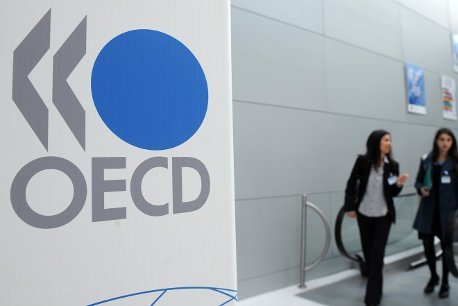 Νέα προειδοποίηση του ΟΟΣΑ: Η βαριά φορολογία «πνίγει» τις ελληνικές επιχειρήσεις