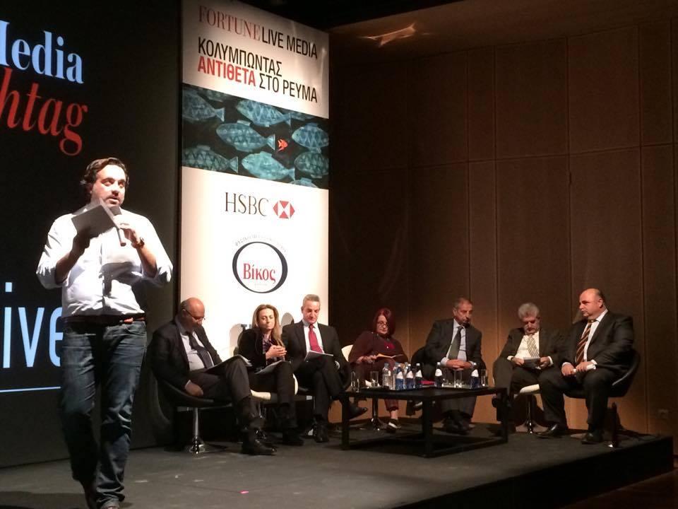 O Πάνος Μιχαλόπουλος με τους ομιλητές.