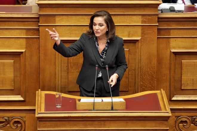 Ψήφιση πολυνομοσχεδίου: Αντιπαράθεση Σταθάκη- Μπακογιάννη για τους πλειστηριασμούς