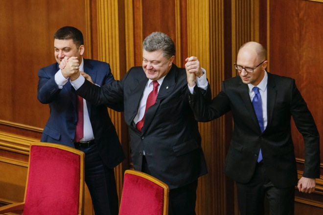 O Αρσένι Γιατσενιούκ και πάλι στη θέση του πρωθυπουργού της Ουκρανίας