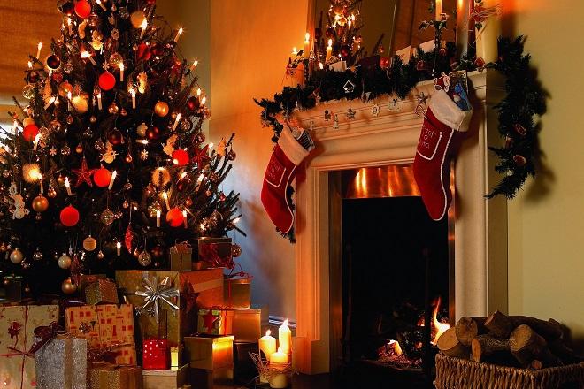 Λιγότερα χρήματα θα ξοδέψουν οι Έλληνες αυτά τα Χριστούγεννα