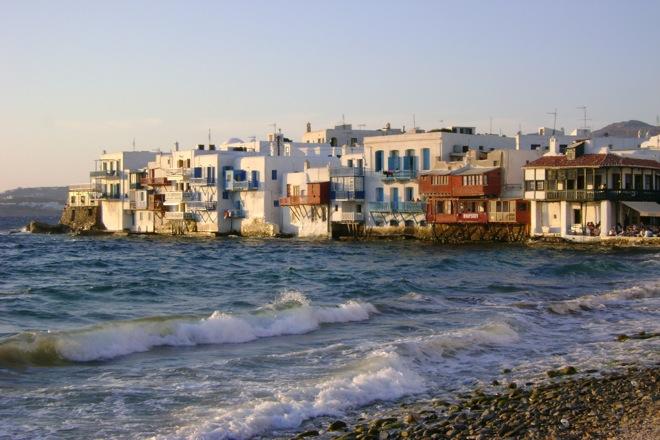 Οι Άραβες ξεκινούν το «The Mykonos Project»: Ξενοδοχεία, σκάφη και αθλητικές εγκαταστάσεις στο «νησί των Ανέμων»