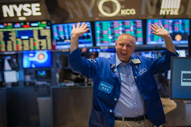 Ρεκόρ στη Wall Street: Ο Dow Jones ξεπέρασε για πρώτη φορά τις 25.000 μονάδες