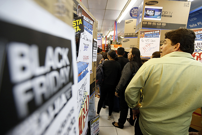 "Shoppers line up before making their purchases in a store during ""Black Friday"" in Sao Paulo"