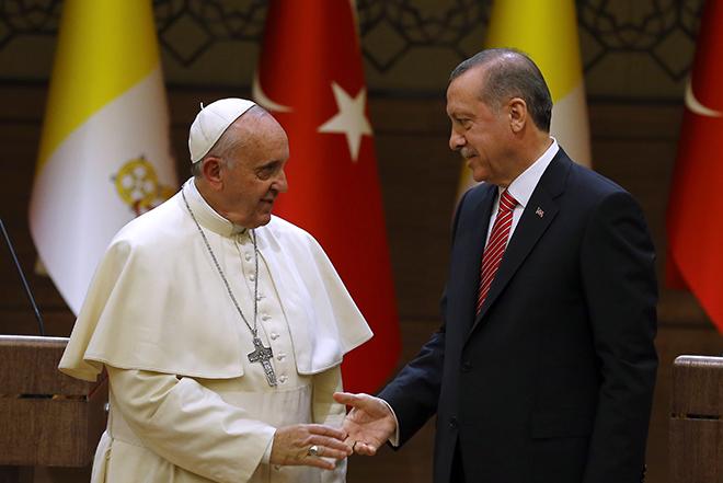 La Repubblica: Η Τουρκία ήθελε να ελέγξει ακόμα και τις ομιλίες του Πάπα