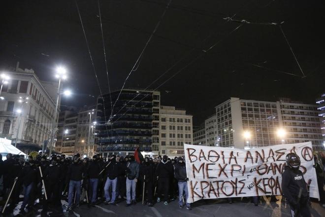 Πλήθος κόσμου στη συγκέντρωση αλληλεγγύης για τον Νίκο Ρωμανό