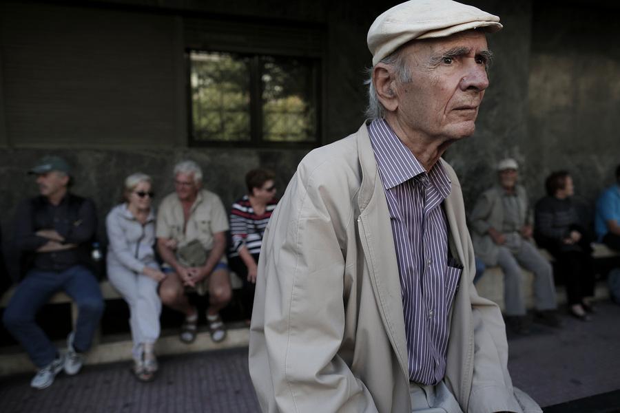 Σοκ στον OAEE: Αυξάνονται έως και 7 έτη τα όρια ηλικίας, κουρεύονται οι συντάξεις