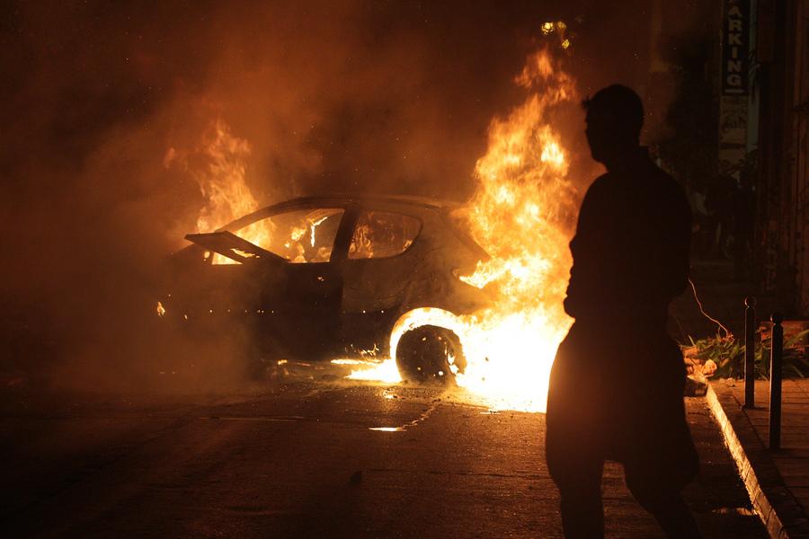 Συγκρούσεις διαδηλωτών με την αστυνομία στο κέντρο της Αθήνας