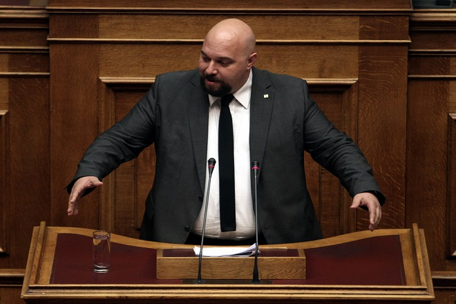 Αθλιότητα Παναγιώταρου στη Βουλή: «Ο Σαμαράς δεν θα γ….σει τη Χρυσή Αυγή»