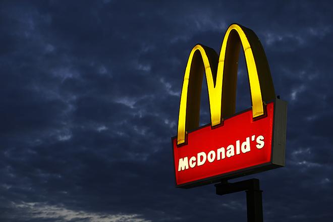 Τα McDonald's αλλάζουν επιχειρηματικό «μενού» στις ΗΠΑ