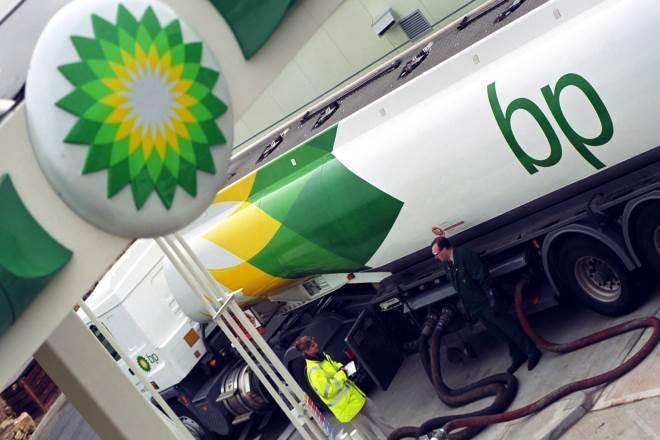 H πτώση της τιμής του πετρελαίου «αγγίζει» κολοσσούς