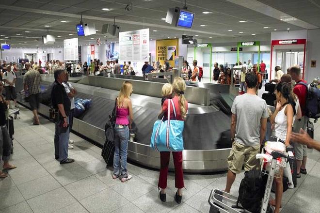 Πόσα κερδίζουν οι αερογραμμές χρεώνοντας για τις βαλίτσες;