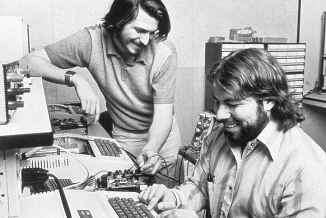 Τα 375.000 δολάρια έφτασε ένας Apple-1 του 1976 σε δημοπρασία