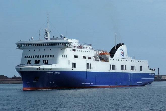 LIVE: Στις φλόγες πλοίο με 478 επιβαίνοντες