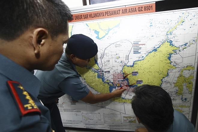 Εντοπίστηκαν τα συντρίμμια του αεροσκάφους της AirAsia