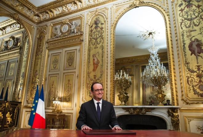 Τέλος στις συκοφαντίες ζητά να μπει το 2015 ο Φρανσουά Ολάντ
