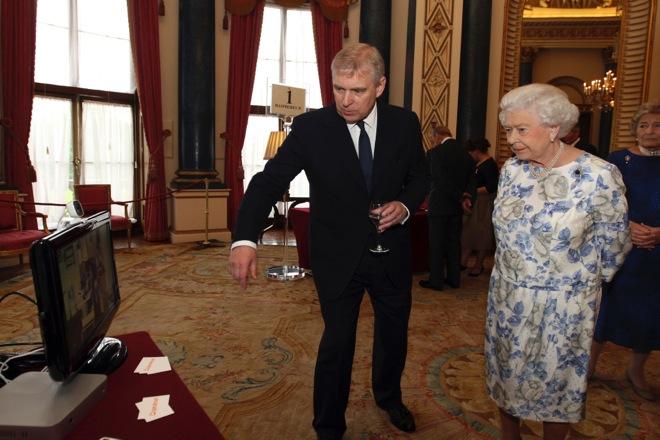 Σάλος στο Μπάκινγκχαμ από τις «ροζ» κατηγορίες σε βάρος του πρίγκιπα Άντριου