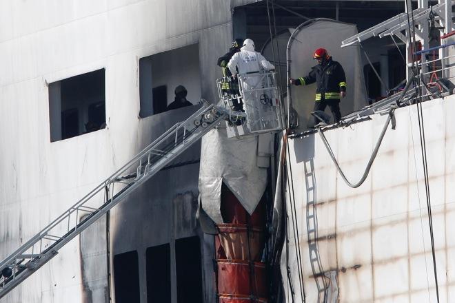 Εξαιρετικά αργά καίει η φωτιά στο Norman Atlantic – Βίντεο από το κατάστρωμα