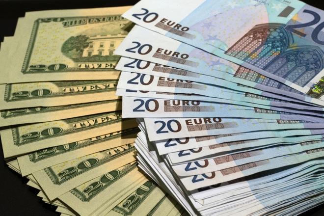 RTR4FJZJ euro dollar