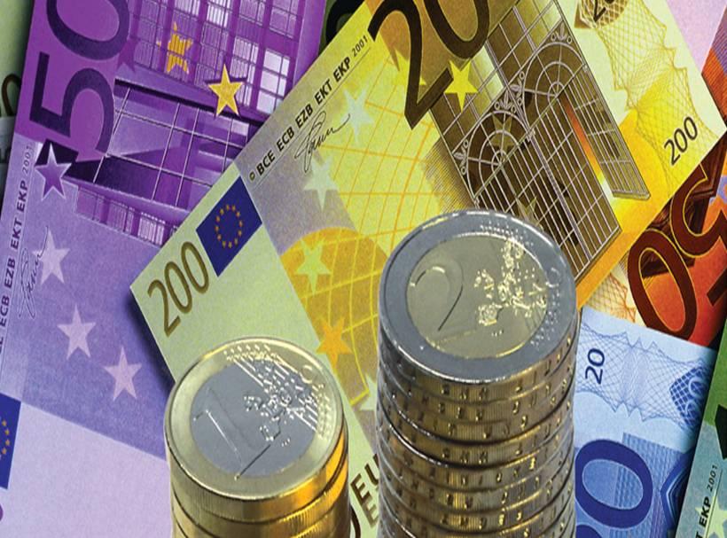 FT: «Η Ελλάδα δεν πρέπει να διακινδυνεύσει την παραμονή της στο ευρώ»