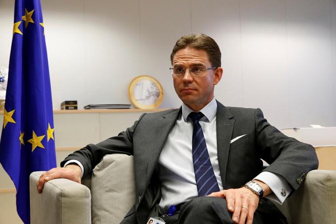 Δεύτερη ηχηρή παρέμβαση της Κομισιόν: Xάσιμο χρόνου τα σενάρια για Grexit