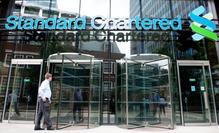 Reuters: Η Standard Chartered καταργεί 4.000 θέσεις εργασίας