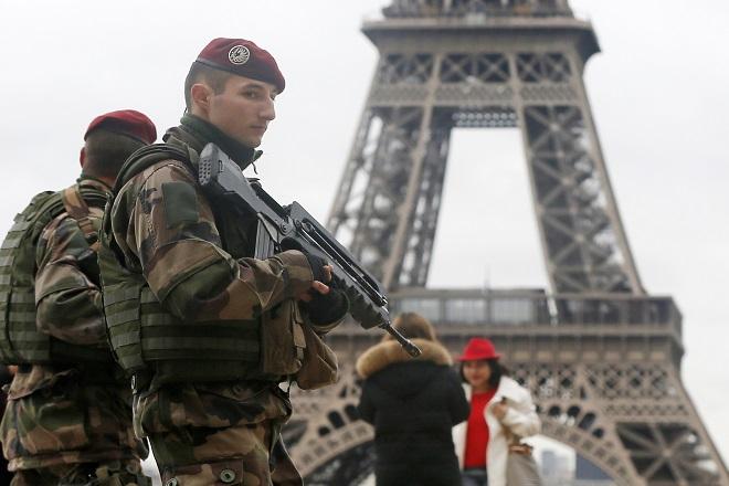 Γαλλία: Η ηγεσία καλεί σε ενότητα κατά του πολέμου θρησκειών που επιδιώκει το ΙΚ