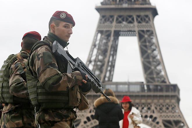 Υπογραφές στον αντιτρομοκρατικό νόμο που θα παύσει την κατάσταση έκτακτης ανάγκης στη Γαλλία