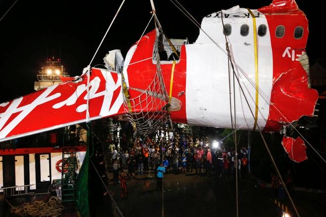 Βρέθηκαν τα «μαύρα κουτιά» του αεροπλάνου της AirAsia