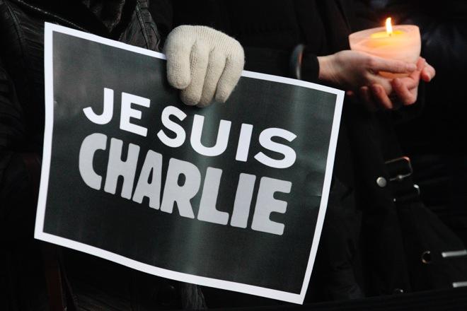 «Δεν υποχωρούμε» δηλώνουν οι επιζήσαντες του «Charlie Hebdo» – Βίντεο συμπαράστασης