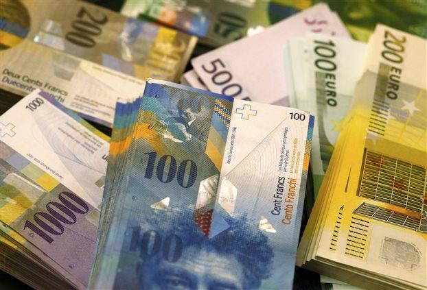 «Ψυχραιμία» συνιστούν τραπεζικά στελέχη για την κίνηση της SNB