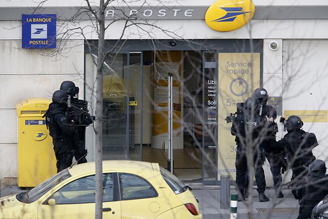 Νέα κατάσταση ομηρίας σε ταχυδρομείο κοντά στο Παρίσι