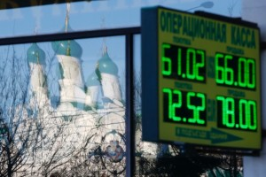 RTR4K7C8 russia economy rubble ρουβλι