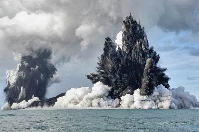 Ένα νησί «γεννήθηκε» από τη λάβα ηφαιστείου