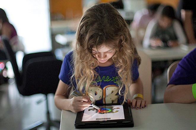 Τάμπλετ ή χαρτί και μολύβι: Τι είναι καλύτερο για τους μαθητές του μέλλοντος;