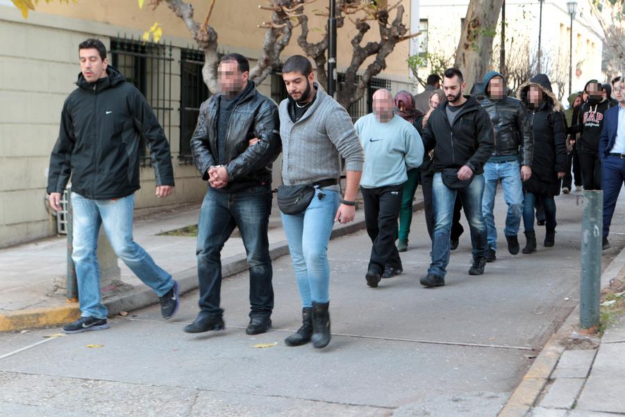 Προφυλακιστέοι δύο από τους τέσσερις κατηγορούμενους για εκβιασμούς