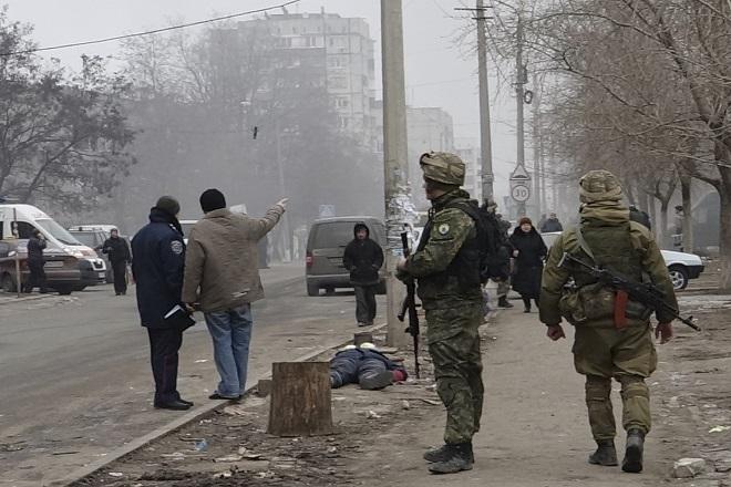 Δεκάδες νεκροί από τους βομβαρδισμούς στη Μαριούπολη