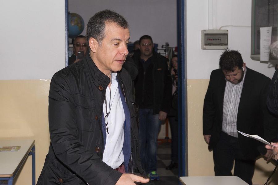 Θεοδωράκης: Νίκη της κοινωνίας η τρίτη δημοκρατική δύναμη της χώρας