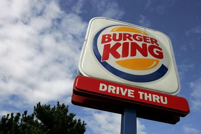 Η Burger King δοκιμάζει την τύχη της με τα hot dogs