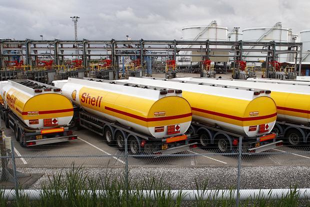Η κατάρρευση του πετρελαίου «λυγίζει» και τη Shell