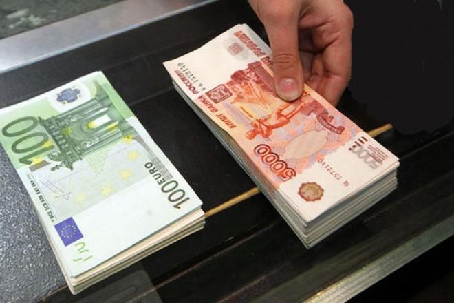 Γιατί η τράπεζα της Ρωσίας μείωσε αιφνιδιαστικά το βασικό της επιτόκιο