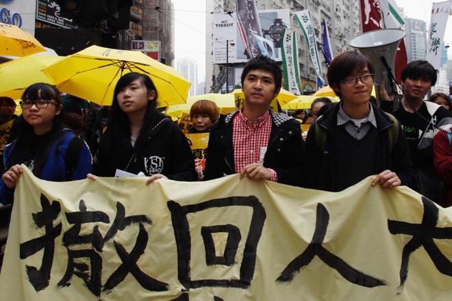Στους δρόμους του Χονγκ Κονγκ και πάλι οι διαδηλωτές με τις κίτρινες ομπρέλες