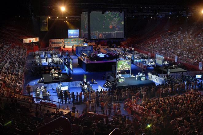 Ηλεκτρονικός αθλητισμός: Μια βιομηχανία δισεκατομμυρίων δολαρίων