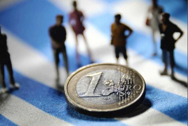 Bloomberg: Το δημόσιο χρέος της Ελλάδας πλησιάζει το ιαπωνικό