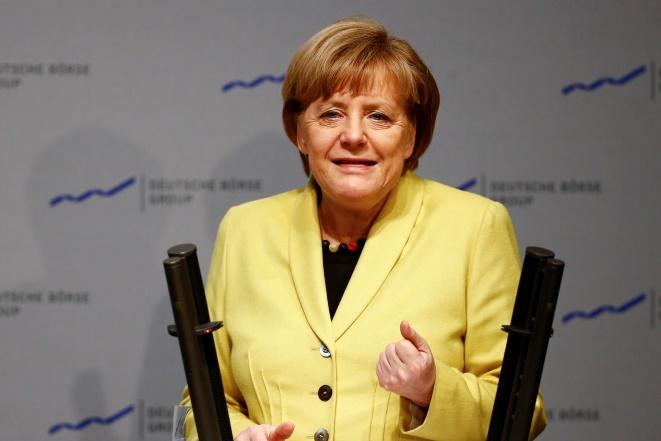 Η ΕΚΤ βγάζει κόκκινη κάρτα στις «καθυστερήσεις» της Μέρκελ